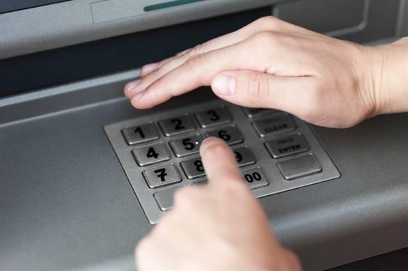Luôn lấy tay che khi bấm mật khẩu.