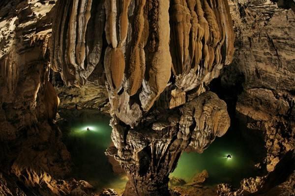 Hang Sơn Đoòng (Quảng Bình, Việt Nam) được biết đến là hang động tự nhiên lớn nhất thế giới.