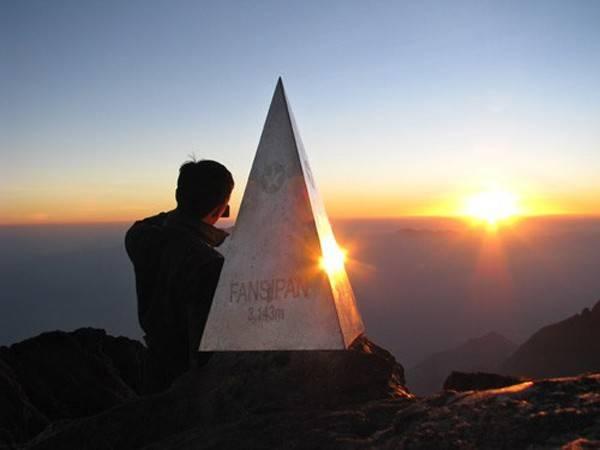 Leo đỉnh Phanxipang - nóc nhà Đông Dương