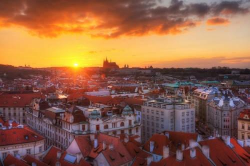 du lịch châu Âu -Ở Prague, bạn có thể tìm hiểu về những dấu ấn lịch sử đằng sau những tòa nhà, khách sạn tráng lệ.