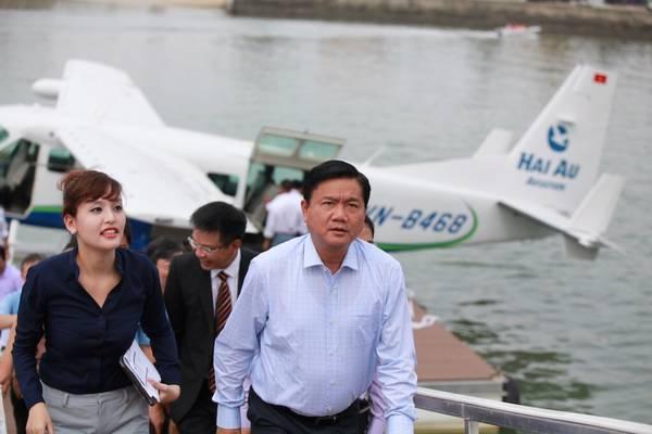 Bộ trưởng Đinh La Thăng 'khai trương' dịch vụ thủy phi cơ đầu tiên ở Việt Nam
