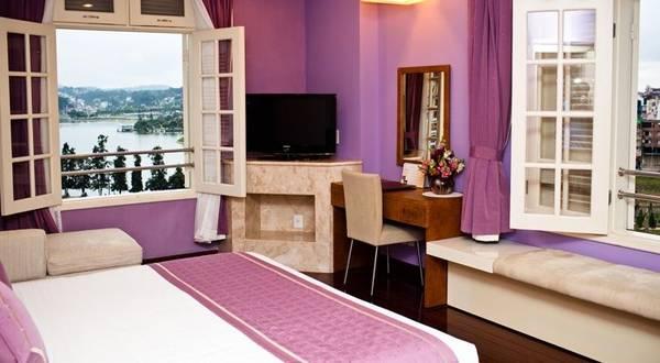Màu tím lãng mạn là tông màu chủ đạo trong hầu hết các nội thất của khách sạn Ngọc Lan Đà Lạt.