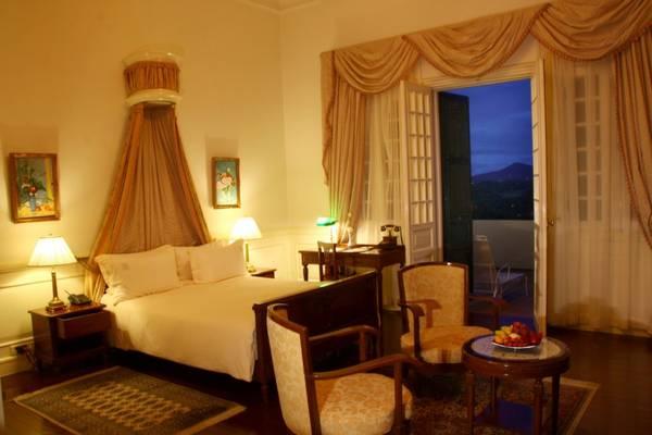 Một phòng nghỉ ấm cúng tại Khách sạn Du Parc Đà Lạt.