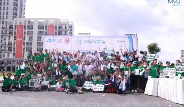 Tất cả mọi người đã sẵn sàng chuẩn bị bắt đầu cuộc chạy bộ gây quỹ từ thiện. Ảnh: iVIVU.com