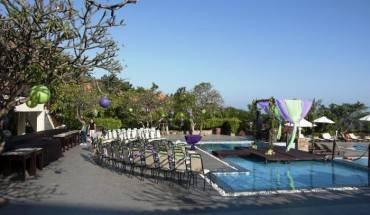 Khu vực tổ chức đám cưới bên hồ bơi tại Romana Resort & Spa Phan Thiết. Ảnh: iVIVU.com
