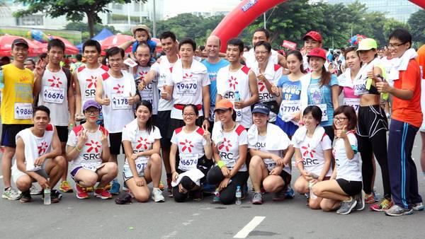 Chụp hình kỷ niệm trước khi cuộc chạy bộ diễn ra.