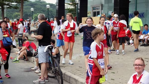 Có rất nhiều người nước ngoài đang sinh sống và học tập tại Việt Nam cũng tham gia vào cuộc đua.
