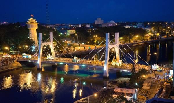 Du lịch Phan Thiết - Cầu Lê Hồng Phong về đêm