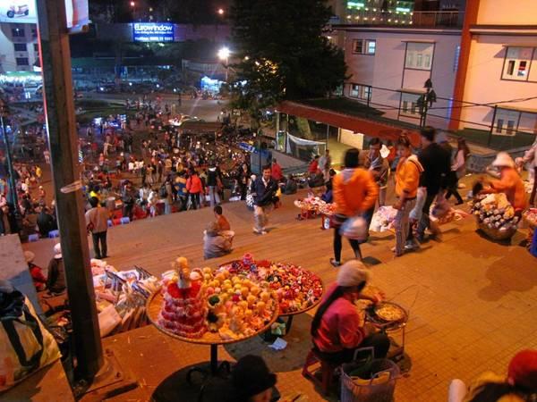 Chợ đêm Đà Lạt.