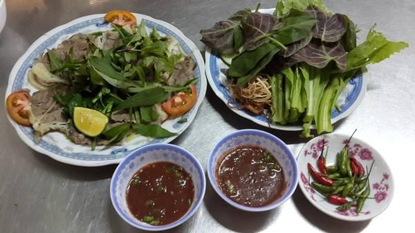 Du lịch Phú Yên - Dê hấp cuốn lá mơ