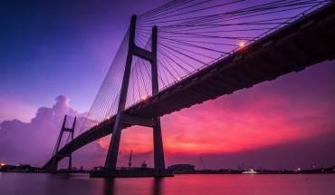 Hoàng hôn trên cầu Phú Mỹ.