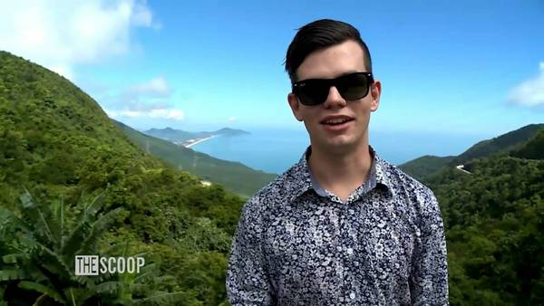 du lịch Đà Nẵng - Levi đang đứng trên đèo Hải Vân, một cảnh trong clip. Ảnh:Intercontinental Danang Resort.