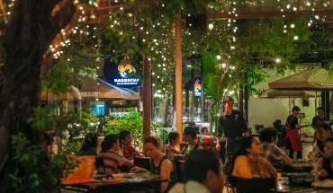 Nhà hàng Barbecue Garden là nơi thực khách có thể tìm thấy những món nướng độc đáo và các món ăn khác.