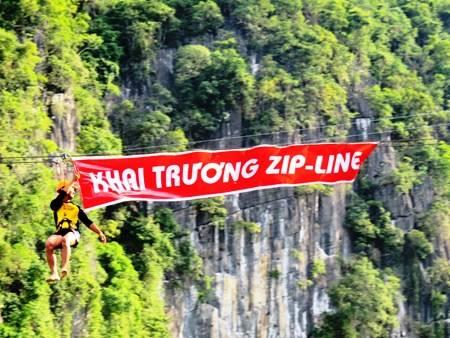 Du lịch Quảng Bình: Khai trương dịch vụ du lịch Zip-line tại Hang Tối - sông Chày