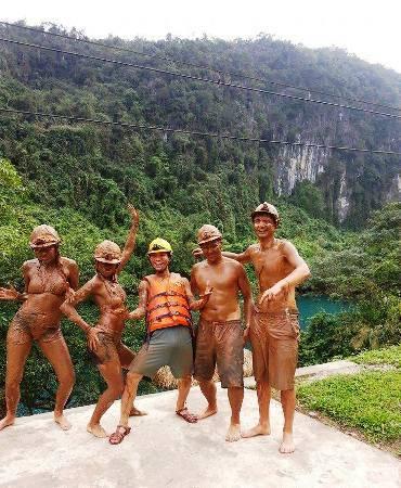 Du lịch Quảng Bình - Tắm bùn cũng rất hút du khách