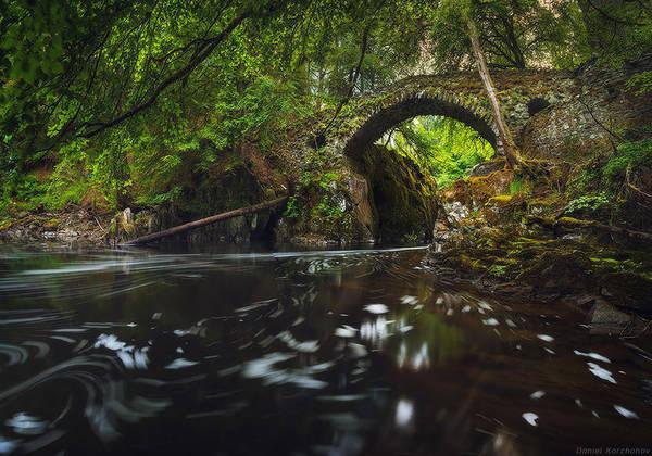 Cây cầu bắc qua thác nước Latefossen là cây cầu vòm thuộc một tuyến đường đi của Odda, hạt Hordaland, Na Uy.