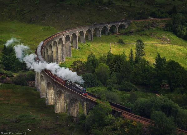 Glenfinnan Viaduct là một cây cầu cạn thuộc tuyến đường sắt West Highland, làng Glenfinnan, Lochaber, Highland, Scotland.
