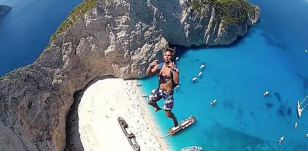 Nhảy xuống mỏm núi Zakynthos, Hy Lạp.