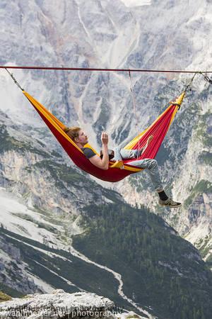 Thư giãn trên những chiếc võng được mắc trên… bầu trời.
