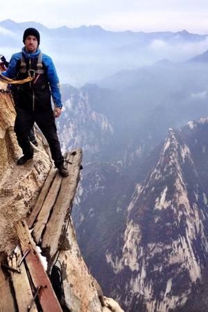 Đi bộ trên núi Hua ở Trung Quốc.