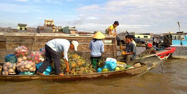 Du lịch Cần Thơ - Chợ nổi ở Cần Thơ luôn là địa điểm thu hút khách du lịch. Ảnh newmedia.