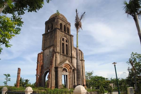 Du lịch Quảng Bình - Thành phố yên tĩnh đến độ có thể nghe được tiếng sóng vỗ nhẹ vào bờ. Ảnh blogspot.