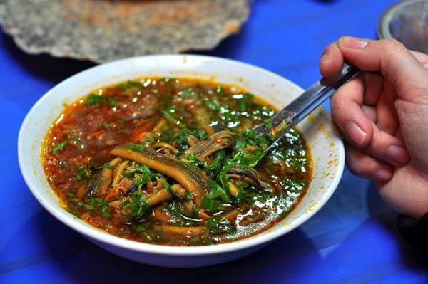 Du lịch Vinh - Đến Vinh không thể quên thưởng thức cháo lươn. Ảnh dichvuhangkhong.
