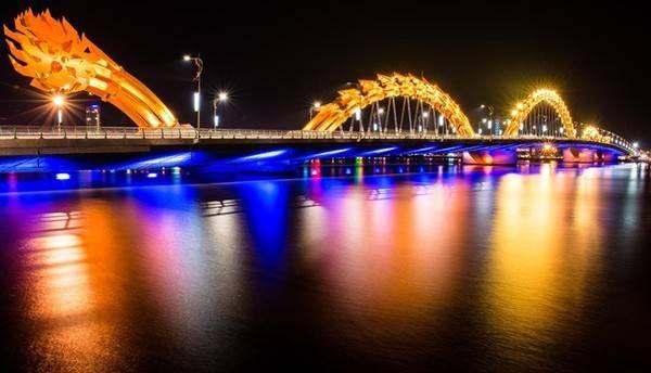 """""""Tuyệt phẩm"""" cầu Sông Hàn Đà Nẵng về đêm."""