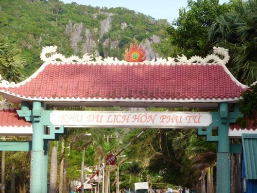 Du lịch Kiên Giang - Cổng khu du lịch Hòn Phụ Tử.