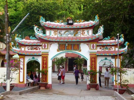 Du lịch Kiên Giang - Chùa Hang hay Chùa Hải Sơn