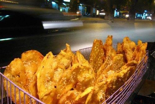 Du lịch Hà Nội - Ngoài bánh chuối, bạn có thể thưởng thức thêm bánh ngô hoặc bánh khoai. Ảnh: Chudu.
