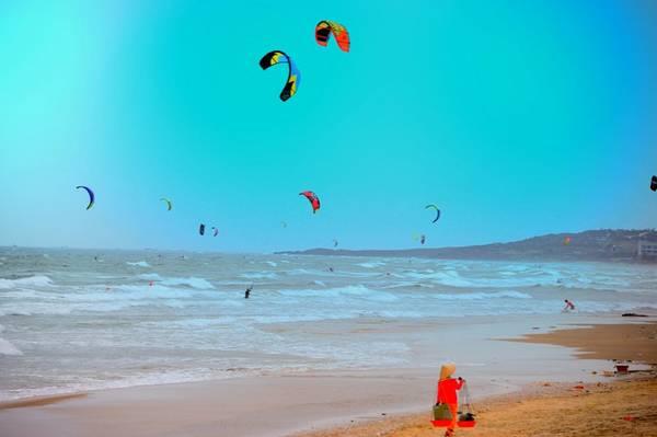 Thư giãn với trò chơi lướt ván diều.