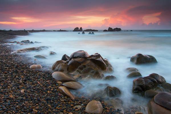 Biển và bãi đá Cổ Thạch.