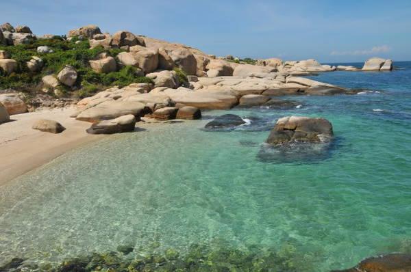 Nước biển trong xanh của Cù Lao Câu