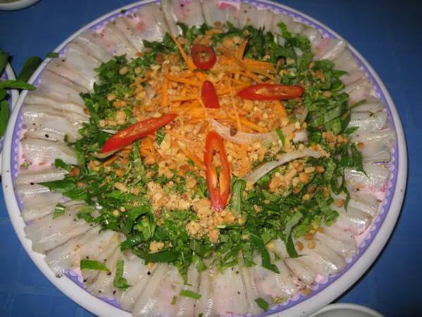 Du lịch Phan Thiết - Gỏi cá mai là món ăn dù thử chỉ một lần cũng nhớ mãi.