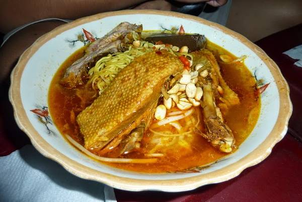 Du lịch Phan Thiết - Dù Mì quảng gà cũng ngon tương đương nhưng vị không lạ và hấp dẫn như khi dùng thịt vịt.