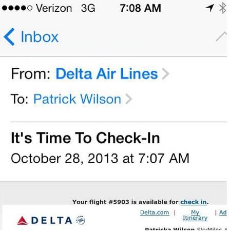 Đang đi du lịch tại nước này, bạn đã nhận được email thông báo về chuyến bay... sắp tới.