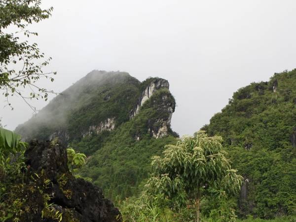 Núi Hàm Rồng.