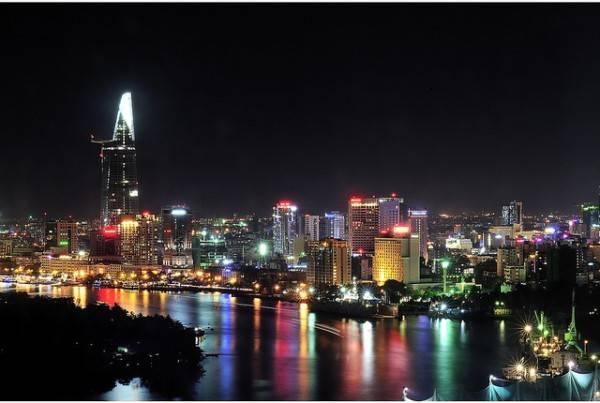 Khu vực dọc theo bờ sông Sài Gòn là địa điểm yêu thích của rất nhiều du khách.