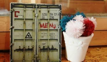 """Menu """"hầm hố"""" được thiết kế giống như cửa sau của một thùng container"""