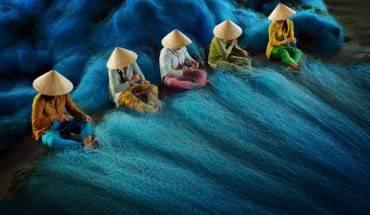"""Bức ảnh """"Đan Lưới"""" của nhiếp ảnh gia Lý Hoàng Long đoạt giải Khu vực châu Á - Thái Bình Dương."""