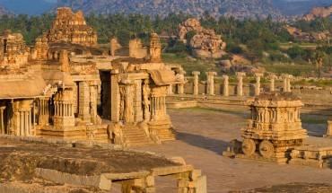 7.Vijayanagar, Ấn Độ - Mặc dù Vijayanagar vẫn luôn là thành phố nhận được sự tôn kính của những người theo đạo Hindu, nhưng phần lớn mọi người đều không biết từng có một thành phố tên gọi như thế tồn tại. Ảnh: Roughguides
