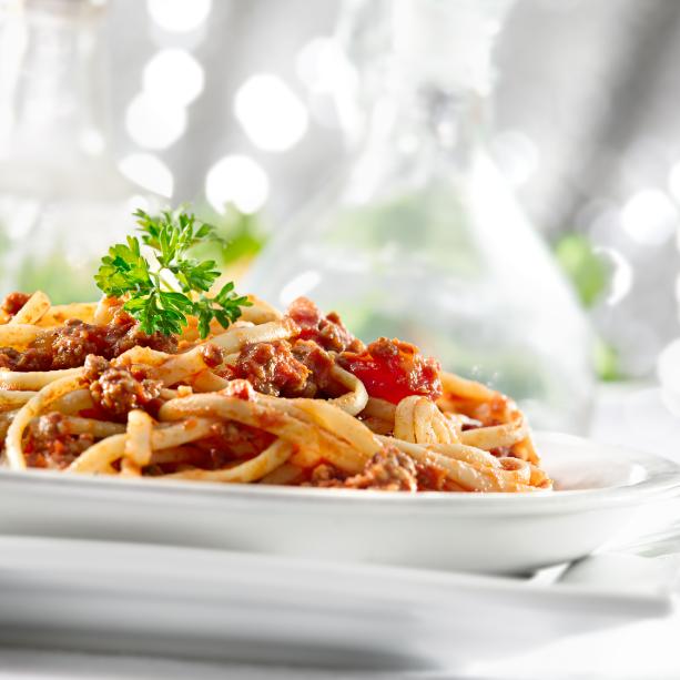 Món mỳ Ý đút lò phô mai thơm ngon, nóng hổi.