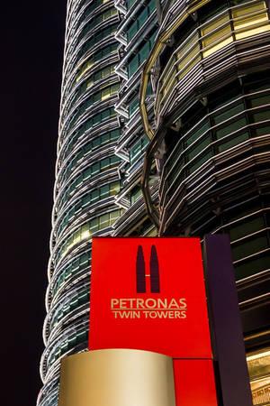 Một góc chụp khác của tòa tháp đôi Petronas tại Kuala Lumpur, Malaysia