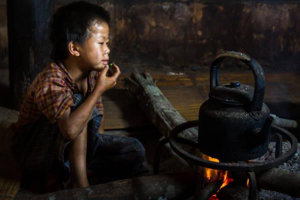 Một bức hình sử dụng nguồn sáng tự nhiên, không có đèn flash, ảnh chụp tại cao nguyên Shan, Myanmar