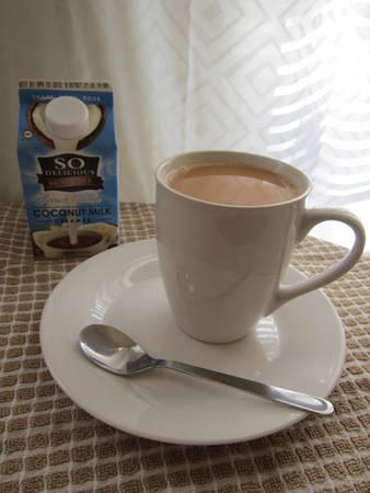Cafe sữa kiểu Pháp thường uống trong bữa sáng với tỷ lệ sữa và cafe khá đặc biệt. Món đồ uống này chỉ dùng lúc nóng, mang lại cảm giác ấm nồng dễ chịu.