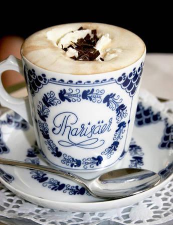 Cafe Pharisäer của Đức là sự kết hợp giữa cafe đen, rượu rum cùng kem sữa béo. Nhấp một ngụm nhỏ có thể cảm nhận rõ chất men rượu lan tỏa tới các giác quan.
