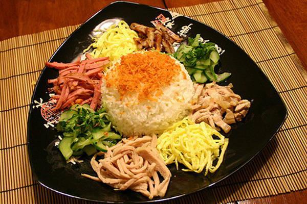 Cơm âm phủ Huế là một trong những món ăn đại diện tiêu biểu về nghệ thuật chế biến và đậm nét văn hóa ẩm thực Huế