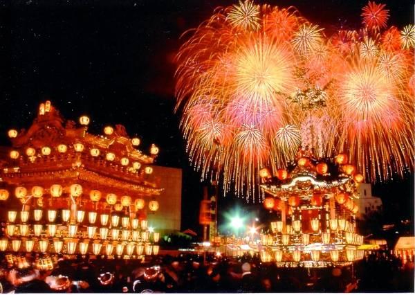 Màn bắn pháo hoa rực rỡ tại lễ hội
