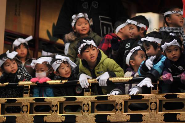 Lễ hội thu hút rất đông các em nhỏ tham gia